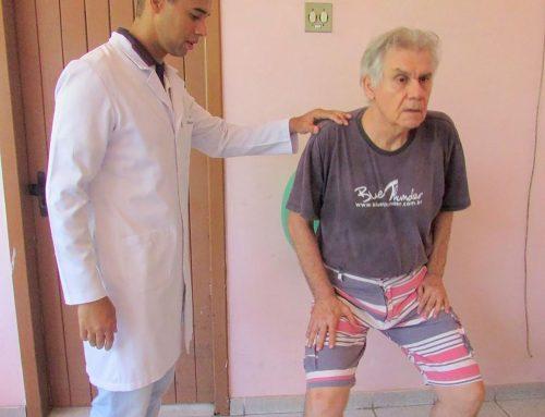 Fisioterapeuta orienta pais e cuidadores de pessoas com deficiência intelectual em tempos de pandemia
